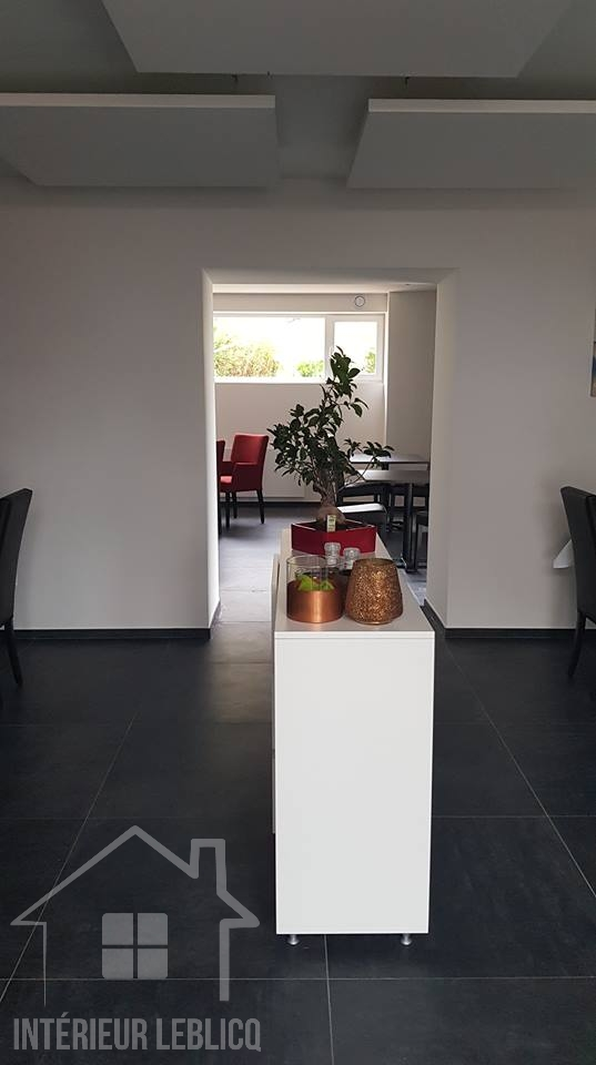 Restaurant Au Gré des Saisons à Achet, meuble desserte blanc