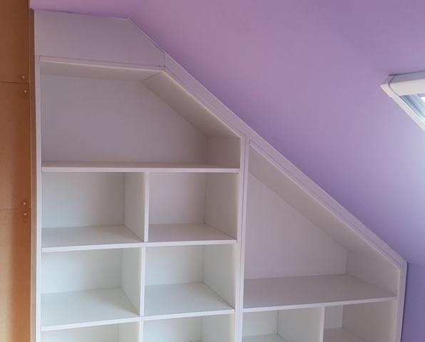 Aménagement d'un grenier meuble sous pente chambre d'enfant