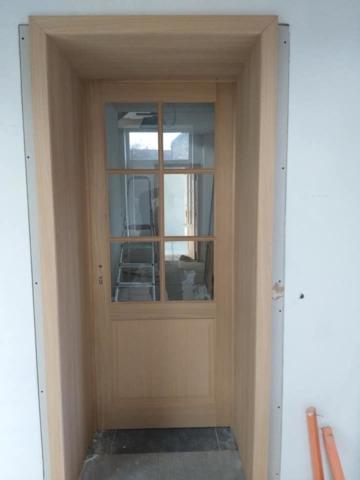 fabrication et pose d'un bloc porte en chêne avec vitrage