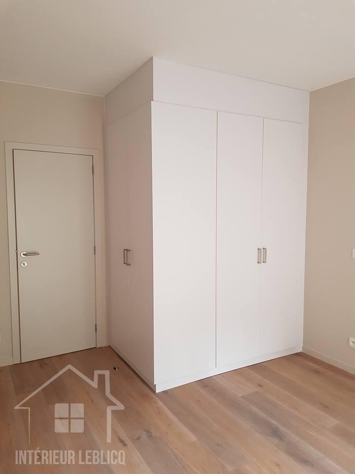 Réalisation d'un placard type dressing dans un appartement à Bruxelles