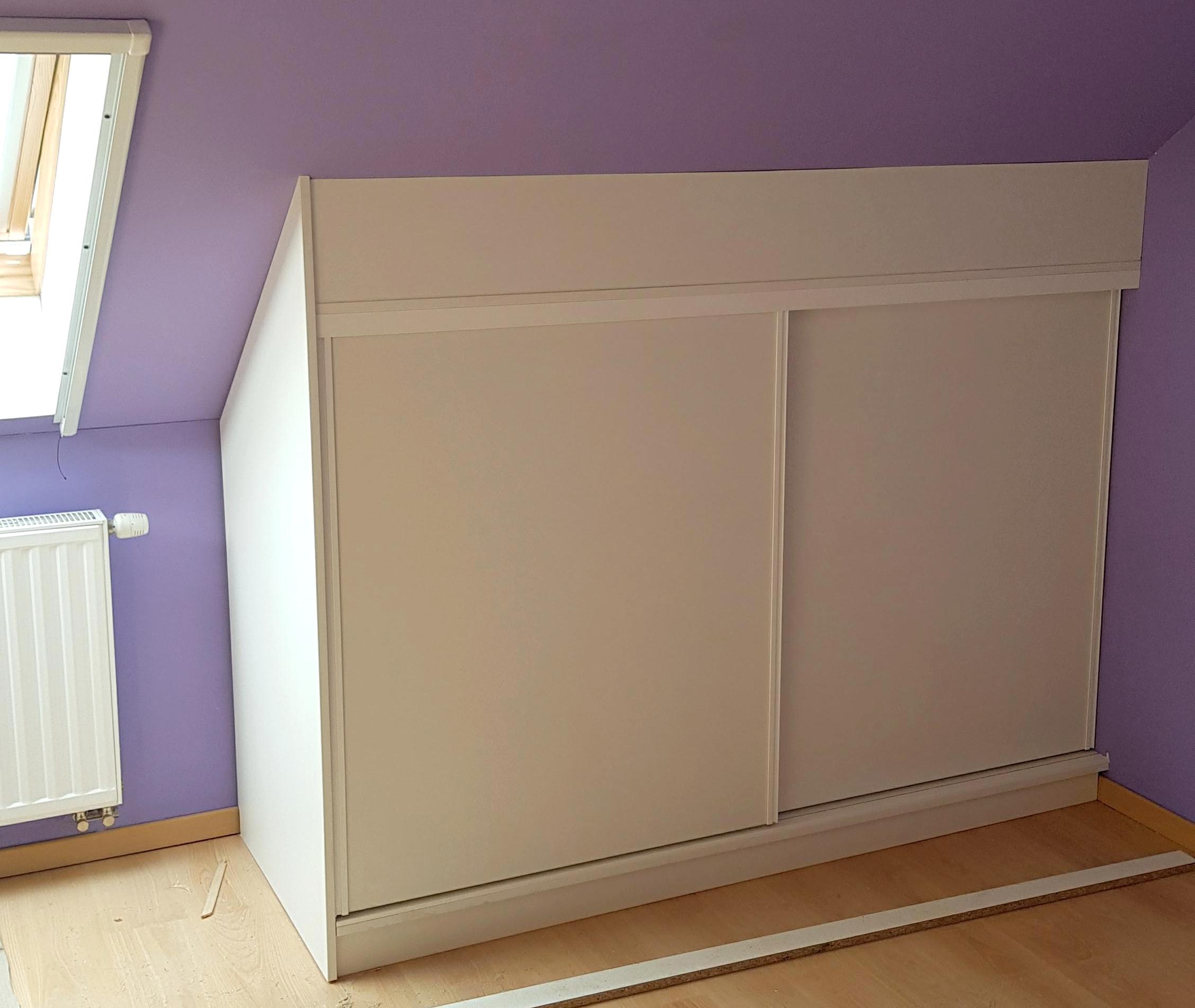 Meuble sous pente chambre enfant aménagement grenier Andenne portes coulissantes