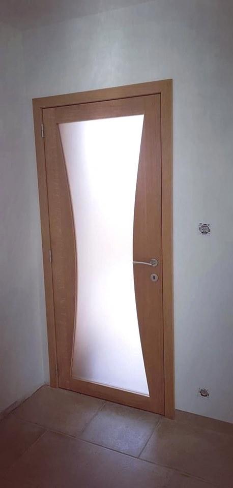 Porte avec vitre sablée