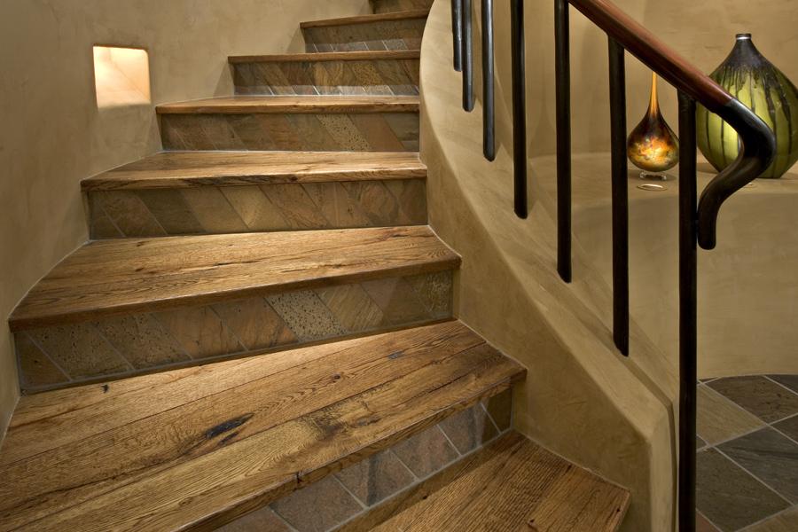 Escalier élégant en bois