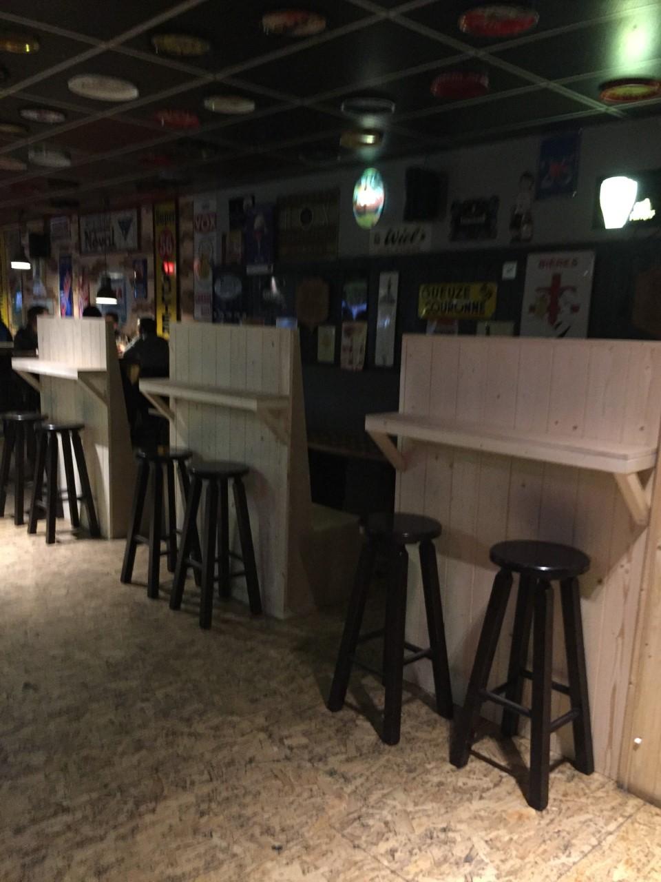 Meubles comptoirs Délirium Café à Andenne - Mobilier sur mesure