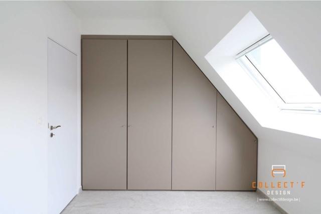 Aménagement de greniers - Meuble sous-pente sur-mesure réalisé à Bruxelles en partenariat avec Collectif Design