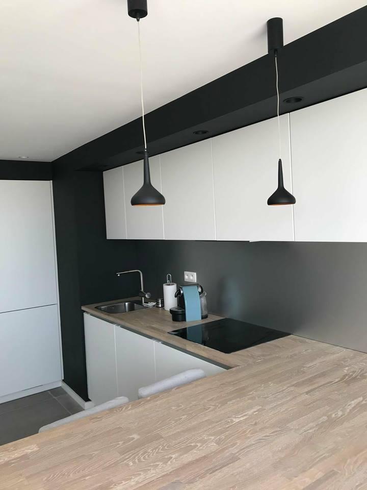 Cuisine design moderne chantier appartement Knokke