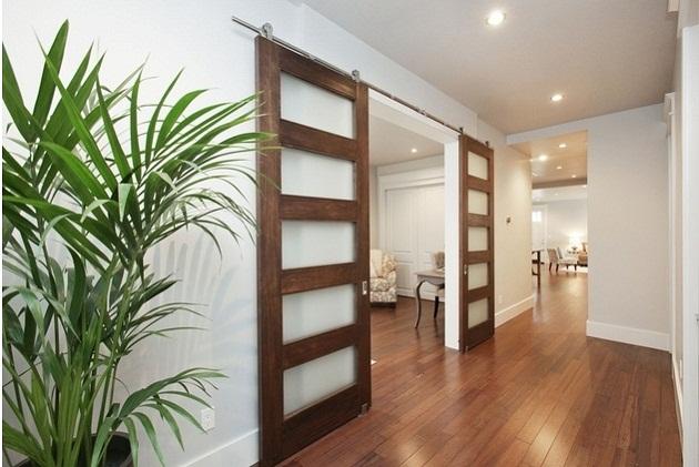 porte coulissante gain d'espace optimisation bois verre élégant